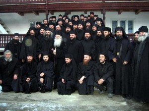 Parintele-Justin-Parvu-si-Monahii-sai-de-la-Manastirea-Petru-Voda1